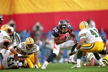 25 Jan 1998:  Terrell Davis #30 of the Denver Broncos in action during the NFL Super Bowl XXXII Game against the Green Bay Packers at the Qualcomm Stadium in San Diego, California. The Broncos defeated the Packers 31-24. Mandatory Credit: Doug Pensinger
