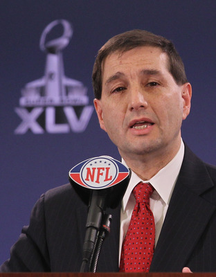 DALLAS, TX - FEBRUARY 02:  Jeff Pash, NFL Executive Vice-President and General Counsel, discusses the collective bargaining agreement negotiations with members of the press at the Super Bowl XLV media center on February 2, 2011 in Dallas, Texas. The Green