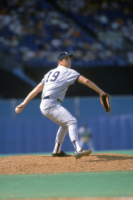 TORONTO - 1988:  Pitcher Dave Righetti #19 of the New York Yankees pitches during the game against the Toronto Blue Jays at Exhibition Stadium during the 1988 season in Toronto, Ontario, Canada.  (Photo by Rick Stewart/Getty Images)