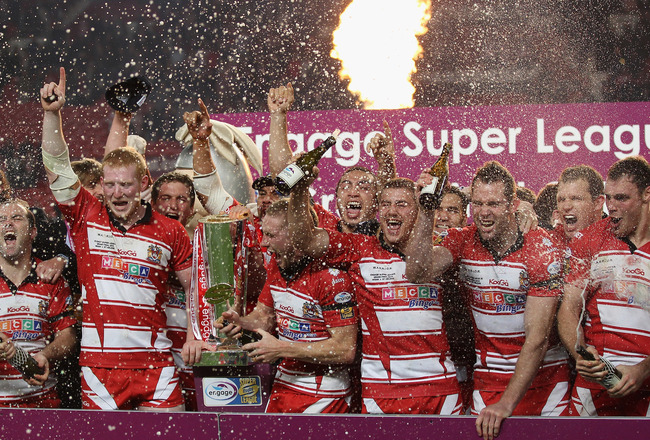 MANCHESTER, ENGLAND - OCTOBER 02:  The players of Wigan Warriors celebrate victory over St Helens in the engage Super League Grand Final between St Helens and Wigan Warriors at Old Trafford on October 2, 2010 in Manchester, England.  (Photo by Alex Livese