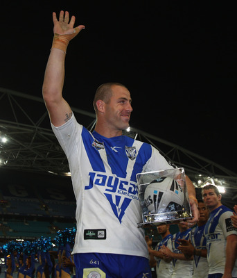 SYDNEY, AUSTRALIA - AUGUST 30:  Luke Patten of the Bulldogs waves to the crowd as he leaves the field after his final home game during the round 25 NRL match between the Canterbury Bulldogs and the Penrith Panthers at ANZ Stadium on August 30, 2010 in Syd