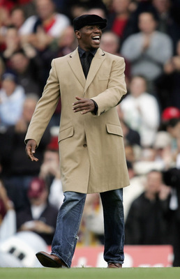 LONDON - OCTOBER 22:  Ex-Arsenal player Ian Wright acknowledges the fans as they sing his name prior to the Barclays Premiership match between Arsenal and Manchester City at Highbury on October 22, 2005 in London, England.  (Photo by Mark Thompson/Getty I