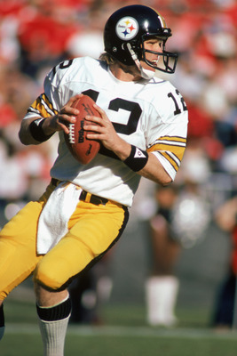 ATLANTA - NOVEMBER 1:  Quarterback Terry Bradshaw #12 of the Pittsburgh Steelers looks for an open man during the game against the Atlanta Falcons at Fulton County Stadium on November 1, 1981 in Atlanta, Georgia. The Steelers defeated the Falcons 34-20.  