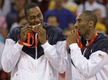 Kobe_bryant_and_dwight_howard_bite_their_gold_medals_display_image