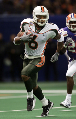 2 Jan 2001:  Wide receiver Santana Moss #6 of the Miami Hurricanes runs against the Florida Gators during the second quarter of the Sugar Bowl at the Superdome in New Orleans, Lousiana.   < DIGITAL IMAGE> Mandatory Credit: Brian Bahr/ALLSPORT