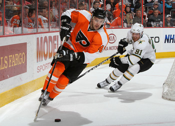 PHILADELPHIA, PA - FEBRUARY 05: Andrej Meszaros #41 of the Philadelphia Flyers skates against Brad Richards #91  of the Dallas Stars on February 5, 2011 at Wells Fargo Center in Philadelphia, Pennsylvania.  (Photo by Jim McIsaac/Getty Images)