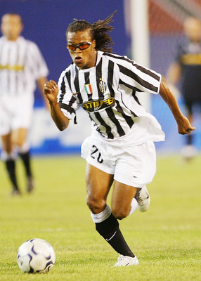 NEW JERSEY, NJ - JULY 31:  Edgar Davids of Juventus  during the Champions World Series game between Manchester United and Juventus on July 31, 2003 at the Giants Stadium in East Rutherford, New Jersey. (Photo by Laurence Griffiths/Getty Images)