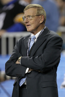 GLENDALE, AZ - JANUARY 10:  ESPN reporter Lou Holtz looks on during the Tostitos BCS National Championship Game between the Oregon Ducks and the Auburn Tigers at University of Phoenix Stadium on January 10, 2011 in Glendale, Arizona.  (Photo by Ronald Mar
