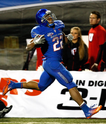 LAS VEGAS, NV - DECEMBER 22:  Doug Martin #22 of the Boise State Broncos runs into the end zone for a touchdown against the Utah Utes during the MAACO Bowl Las Vegas at Sam Boyd Stadium December 22, 2010 in Las Vegas, Nevada.  (Photo by Ethan Miller/Getty