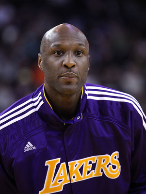 OAKLAND, CA - JANUARY 12:  Lamar Odom #7 of the Los Angeles Lakers warms up before their game against the Golden State Warriors at Oracle Arena on January 12, 2011 in Oakland, California. NOTE TO USER: User expressly acknowledges and agrees that, by downl