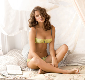 Irina-shayk-feet-73554_display_image