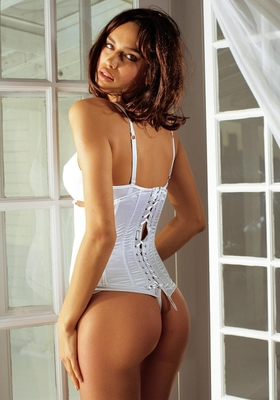 Irina-shayk-sheik-bikini-lingerie-model-banned-in-hollywood-33_display_image