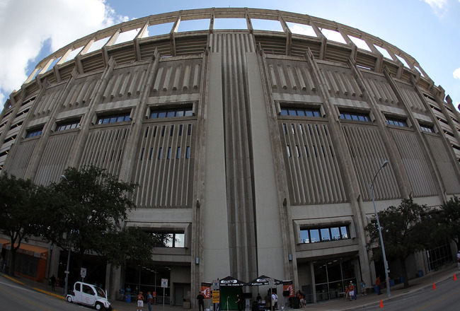 AUSTIN, TX - SEPTEMBER 25:  A exterior view of Darrell K Royal-Texas Memorial Stadium on September 25, 2010 in Austin, Texas.  (Photo by Ronald Martinez/Getty Images)