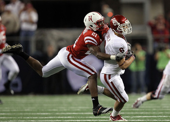 ARLINGTON, TX - DECEMBER 04:  Wide receiver Cameron Kenney #6 of the Oklahoma Sooners runs the ball against Prince Amukamara #21 of the Nebraska Cornhuskers during the Big 12 Championship at Cowboys Stadium on December 4, 2010 in Arlington, Texas.  (Photo