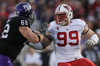 PASADENA, CA - JANUARY 01:  Defensive lineman J.J. Watt #99 of the Wisconsin Badgers rushes the TCU Horned Frogs in the 97th Rose Bowl game on January 1, 2011 in Pasadena, California.  (Photo by Stephen Dunn/Getty Images)