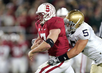 PALO ALTO, CA - NOVEMBER 28:  Toby Gerhart #7 of the Stanford Cardinal is tackled by Manti Te'o #5 of the Notre Dame Fighting Irish at Stanford Stadium on November 28, 2009 in Palo Alto, California.  (Photo by Ezra Shaw/Getty Images)