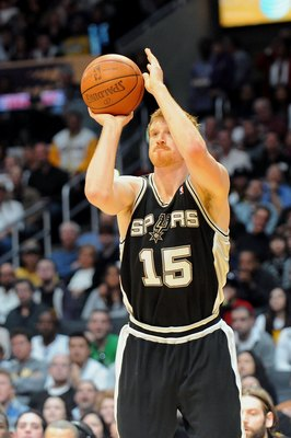 LOS ANGELES, CA - JANUARY 25:  Matt Bonner #15 of the San Antonio Spurs shoots the ball during the game against the Los Angeles Lakers at the Staples Center on January 25, 2009 in Los Angeles, California.  The Lakers defeated the Spurs 99-85.  NOTE TO USE