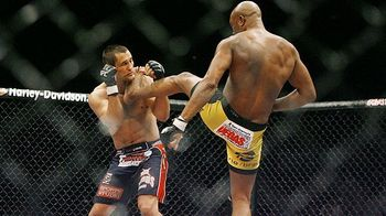 Mma_silva_throat_kick_580_display_image