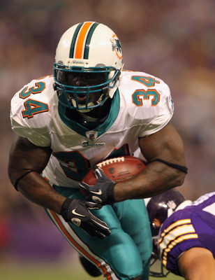 MINNEAPOLIS - SEPTEMBER 19:  Ricky Williams #34 of the Miami Dolphins carries the ball during the game against the Minnesota Vikings on September 19, 2010 at Hubert H. Humphrey Metrodome in Minneapolis, Minnesota.  (Photo by Jamie Squire/Getty Images)