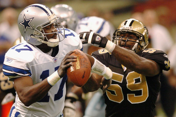 NEW ORLEANS - DECEMBER 28:  Quincy Carter #17 of the Dallas Cowboys escapes a sack from Derrick Rodgers #59 of the New Orleans Saints December 28, 2003 at the Superdome in New Orleans, Louisiana.  (Photo by Chris Graythen/Getty Images)