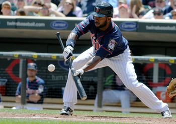 MINNEAPOLIS, MN - JUNE 30: Denard Span #2 of the Minnesota Twins lays down a sacrifice bunt in the fifth inning against the Detroit Tigers during their game on June 30, 2010 at Target Field in Minneapolis, Minnesota. (Photo by Hannah Foslien /Getty Images