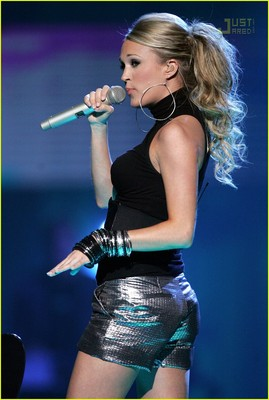 Carrie-underwood-hot-pants-03_display_image