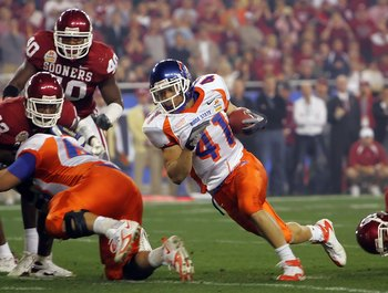 GLENDALE, AZ - JANUARY 01:  Running back Ian Johnson #41 of the Boise State Broncos runs the football in the first quarter against the Oklahoma Sooners at the Tostito's Fiesta Bowl at University of Phoenix Stadium January 1, 2007 in Glendale, Arizona.  (P