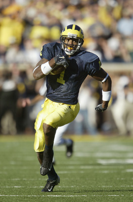 ANN ARBOR, MI - OCTOBER 30:  Wide receiver Braylon Edwards #1 of the Michigan Wolverines rushes after a reverse play against the Michigan State Spartans at Michigan Stadium on October 30, 2004 in Ann Arbor, Michigan. The Wolverines defeated the Spartans 4
