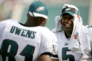 PHILADELPHIA - SEPTEMBER 18:  Quarterback Donovan McNabb #5 of the Philadelphia Eagles jokes with teammate receiver Terrell Owens #81 while on the sidelines during the second half of the game against the San Francisco 49ers on September 18, 2005 at Lincol