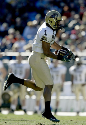 CHARLOTTE, NC - DECEMBER 27:  Larry Fitzgerald #1 of the Pittsburgh Panthers catches a pass against the Virginia Cavaliers during the Continental Tire Bowl December 27, 2003 at Ericsson Stadium in Charlotte, North Carolina.  (Photo by Craig Jones/Getty Im