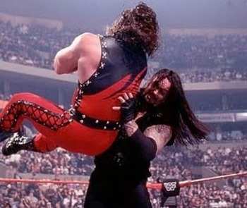 Old-undertaker-and-kane-figthing-pictures-2_display_image