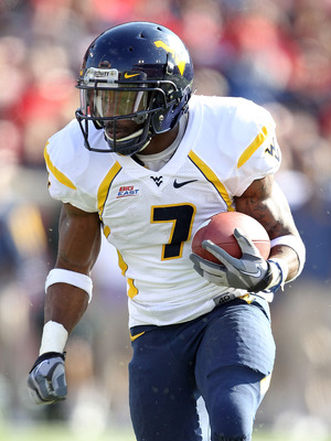 LOUISVILLE, KY - NOVEMBER 20:  Noel Devine #7 of the West Virginia Mountaineers runs with the ball during the Big East Conference game against the Louisville Cardinals at Papa John's Cardinal Stadium on November 20, 2010 in Louisville, Kentucky.  (Photo b