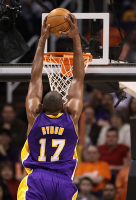 PHOENIX, AZ - JANUARY 05:  Andrew Bynum #17 of the Los Angeles Lakers slam dunks during the NBA game against the Phoenix Suns at US Airways Center on December 23, 2011 in Phoenix, Arizona. The Lakers defeated the Suns 99-95.  NOTE TO USER: User expressly