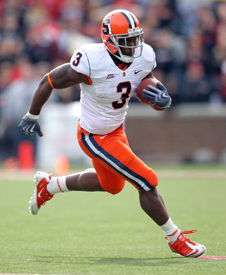 CINCINNATI - OCTOBER 30:  Delone Carter #3 of the Syracuse Orange runs with the ball during the Big East Conference game against the Cincinnati Bearcats at Nippert Stadium on October 30, 2010 in Cincinnati, Ohio.  (Photo by Andy Lyons/Getty Images)