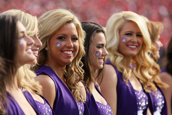 PASADENA, CA - JANUARY 01:  Cheerleaders of the TCU Horned Frogs perform on the sidelines during the 97th Rose Bowl game against the Wisconsin Badgers on January 1, 2011 in Pasadena, California.  (Photo by Jeff Gross/Getty Images)