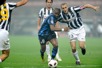 MILAN, ITALY - OCTOBER 03:  Samuel Eto'o of Inter Milan and Giorgio Chiellini of Juventus FC compete for the ball during the Serie A match between FC Internazionale Milano and Juventus FC at Stadio Giuseppe Meazza on October 3, 2010 in Milan, Italy.  (Pho