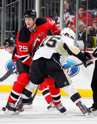 NEWARK, NJ - JANUARY 20:  Jason Arnott #25 of the New Jersey Devils works in a faceoff during an NHL hockey game against the Pittsburgh Penguins at the Prudential Center on January 20, 2011 in Newark, New Jersey.  (Photo by Paul Bereswill/Getty Images)