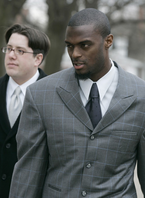 LEBANON - JANUARY 14: New York Giants wide receiver Plaxico Burress arrives at the Lebanon County Courthouse January 14, 2009 in Lebanon, Pa.  Burress is scheduled to appear in a civil trial in a dispute with an automobile dealer over what he owes in dama