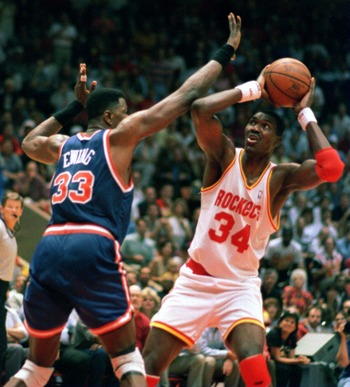 19 Jun 1994: HOUSTON ROCKET HAKEEM OLAJUWON LOOKS TO THE HOOP PAST NEW YORK KNICK PATRICK EWING DURING FIRST HALF ACTION OF GAME 6 OF THE NBA CHAMPIONSHIP AT THE SUMMIT IN HOUSTON, TEXAS.