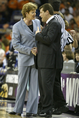 NEW ORLEANS - APRIL 6:  Head coach Pat Summitt of the Tennessee Lady Vols (L) and head coach Geno Auriemma of the University of Connecticut Huskies meet before the National Championship game of the NCAA Women's Final Four Tournament at the New Orleans Are