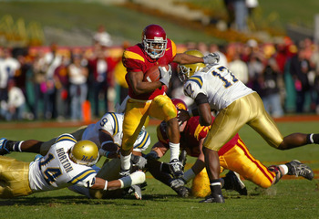 LOS ANGELES, CA - DECEMBER 03:  Reggie Bush #5 of the USC Trojans runs with the ball against the UCLA Bruins during the game on December 3, 2005 at the Los Angeles Memorial Coliseum in Los Angeles, California. USC won 66-19. (Photo by Christian Petersen/G