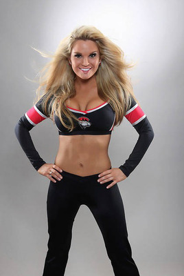 13nhl-ice-girl-cleavage-64_display_image