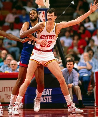 From http://www.worldinterestingfacts.com/wp-content/uploads/2010/03/tallest-NBA-players-Chuck-Nevitt.jpg