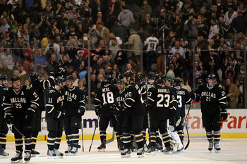 DALLAS, TX - FEBRUARY 11:  The Dallas Stars celebrate the overtime win against the Chicago Blackhawks at American Airlines Center on February 11, 2011 in Dallas, Texas.  (Photo by Ronald Martinez/Getty Images)