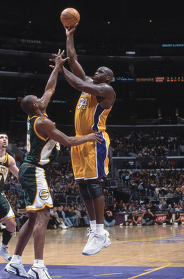 11 Dec 2001:  Center Shaquille O''Neal #34 of the Los Angeles Lakers shoots a hook shot during the NBA game against the Seattle SuperSonics at the Staples Center in Los Angeles, California.  The SuperSonics defeated the Lakers 104-93.Mandatory Credit: Jef