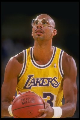 1988-1989:  Center Kareem Abdul-Jabbar of the Los Angeles Lakers looks to shoot the ball during a game at the Great Western Forum in Inglewood, California. Mandatory Credit: Mike Powell  /Allsport
