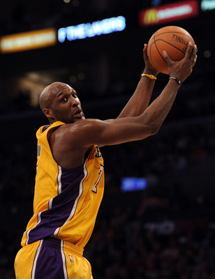 LOS ANGELES, CA - JANUARY 17:  Lamar Odom #7 of the Los Angeles Lakers grabs a pass during the game against the Oklahoma City Thunder at the Staples Center on January 17, 2011 in Los Angeles, California.  (Photo by Harry How/Getty Images)   NOTE TO USER:
