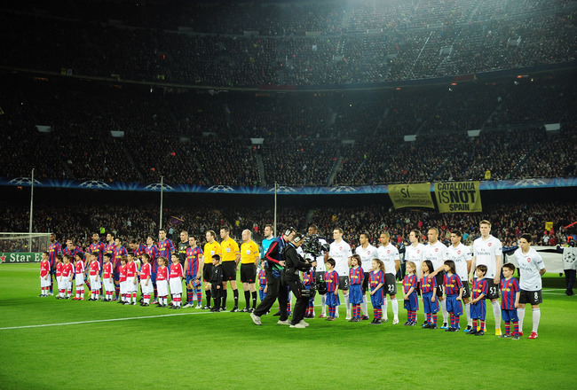 BARCELONA, SPAIN - APRIL 06:  The teams line up prior to the UEFA Champions League quarter final second leg match between Barcelona and Arsenal at Camp Nou on April 6, 2010 in Barcelona, Spain.  (Photo by Shaun Botterill/Getty Images)