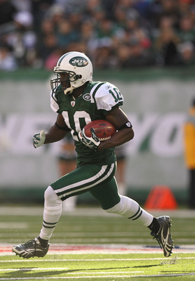 EAST RUTHERFORD, NJ - NOVEMBER 21:  Santonio Holmes #10 of the New York Jets in action against  the Houston Texans their  game on November 21, 2010 at the New Meadowlands Stadium  in East Rutherford, New Jersey.  (Photo by Al Bello/Getty Images)
