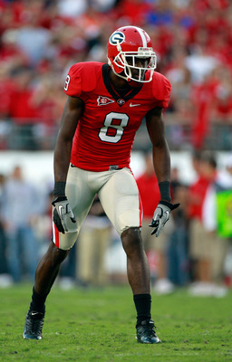 JACKSONVILLE, FL - OCTOBER 30:  A.J. Green #8 of the Georgia Bulldogs prepares to run a pattern during the game against the Florida Gators at EverBank Field on October 30, 2010 in Jacksonville, Florida.  (Photo by Sam Greenwood/Getty Images)